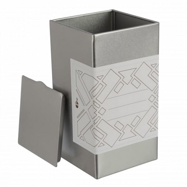 silberne eckige Gewürzdose aus Metall mit grafischem Kleebeetikett offen von Dosenritter