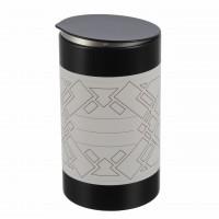 schwarze-runde-aromaschutz-gewuerzdose-aus-metall-mit-klassischem-etikett-von-dosenritter